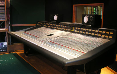 12_GRAND-UPRIGHT-STUDIO